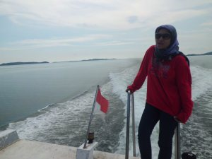 Mejeng di atap speed boat