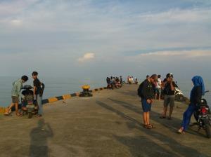 Bersantai di Pelabuhan Dabo