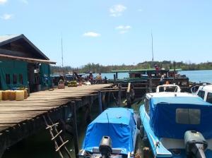 Kapal sandar di pelabuhan Kijang